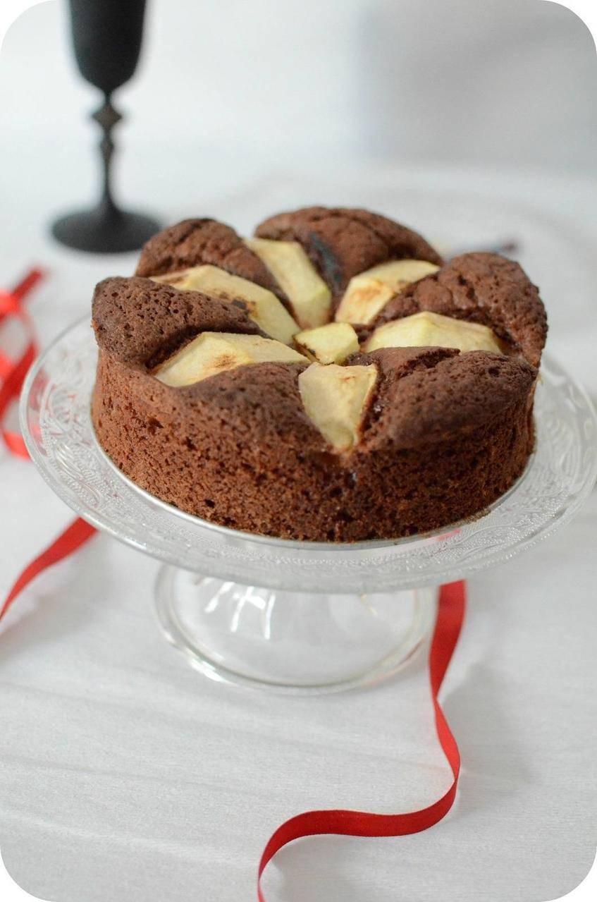 Gâteau au Chocolat, à la Pomme et aux Amaretti