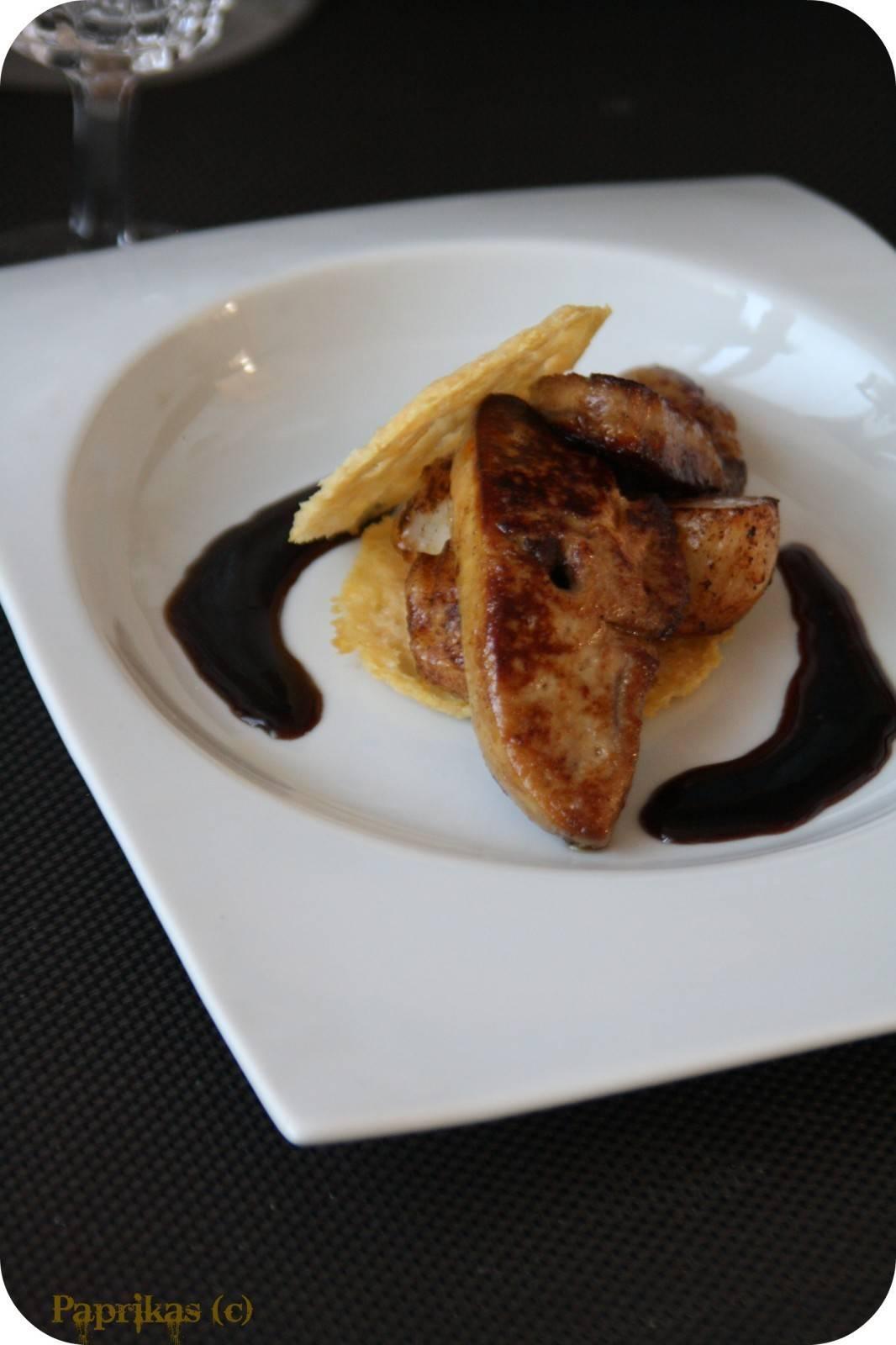 Millefeuille parmesan, foie gras et St-Jacques sauce Miel-Balsamique - Paprikas