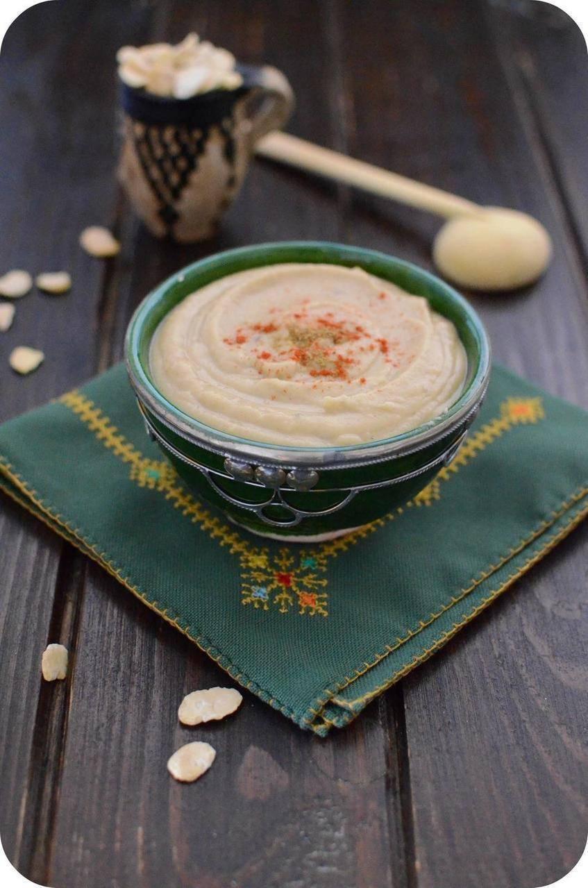 Purée de fèves séchées au cumin et à l'huile d'olive