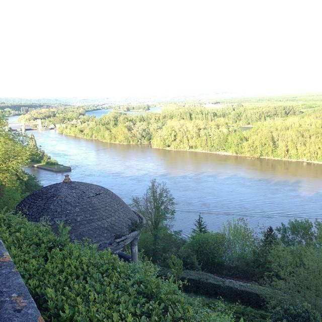 La vue sur la seine depuis les chambres et le restaurant du domaine de la corniche